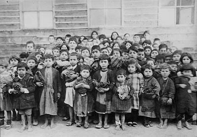 Armenian_orphans_in_Aleppo_collected_from_Arabs_by_Karen_Jeppe